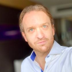 画像:在庫管理を改善するための IoT テクノロジーへの投資について語るクリストフ・シュレーダー