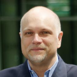 Portraitfoto von Magnus Meier, der über Innovationen im Großhandel schreibt